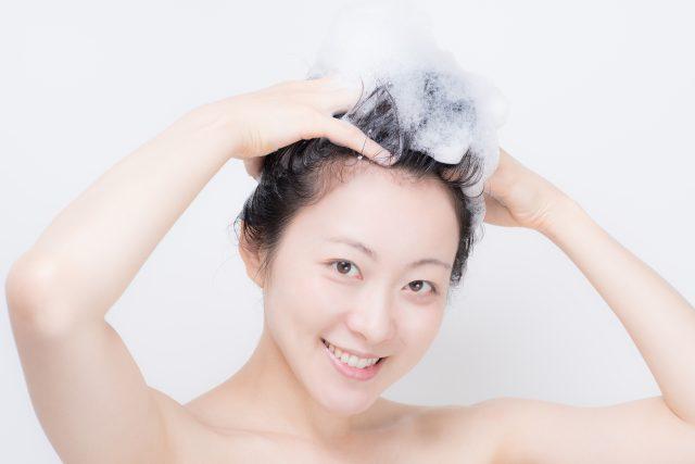 1回目のシャンプーは髪の毛をメインに洗う