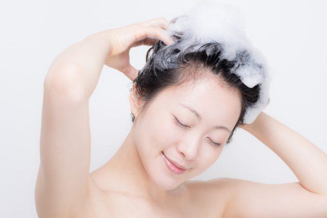 2回目のシャンプーはマッサージしながら頭皮を洗いましょう