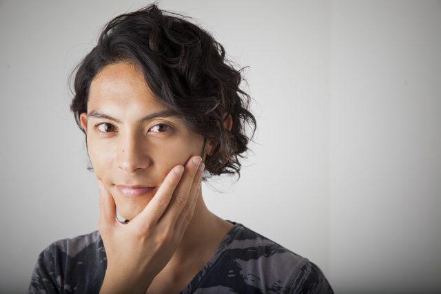 イケメン男性のポートレイト写真
