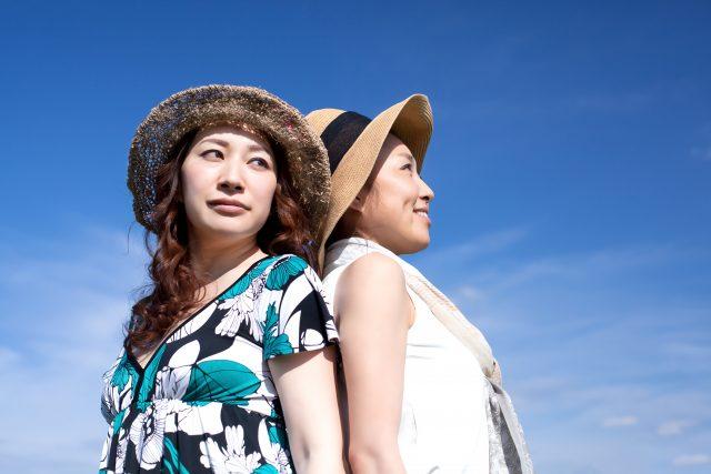帽子でお洒落を楽しむミドル女性