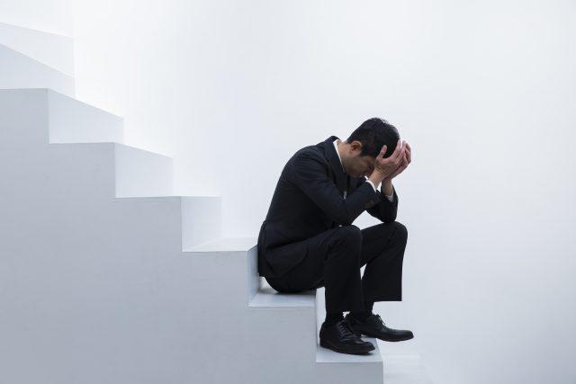 ストレスに悩むビジネスマン